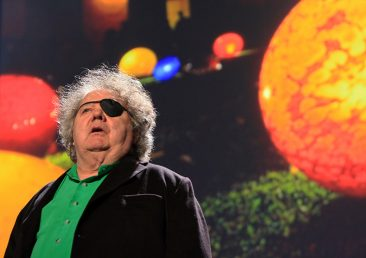 DALE CHIHULY, THE AMERICAN GLASS SCULPTOR AND HIS INCREDIBLE AND FASCINATING CRAFTS